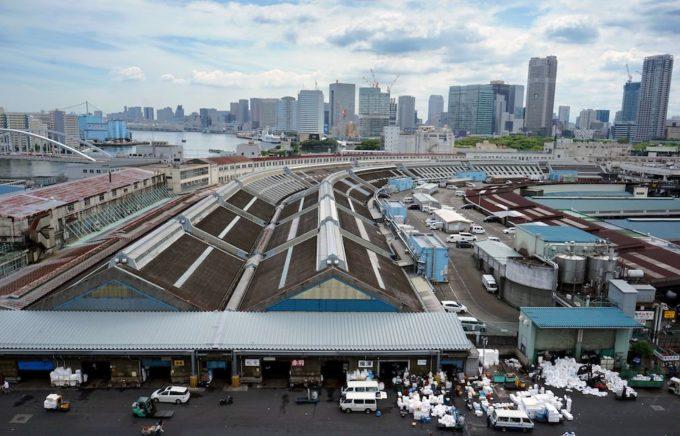 0cdc93a7af La sede storica di Tsukiji sta infine per chiudere, dopo molti rinvii: il  mercato si trasferirà in un posto più grande e moderno, ma che non piace a  molti